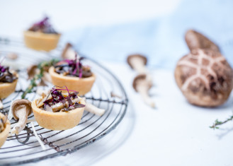 Mushroom tart filled with mushrooms thyme and meredith for Canape pastry shells
